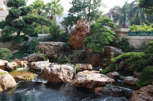行业资讯 假山鱼池案例欣赏  在别墅庭院景观设计,私家花园景观设计图片
